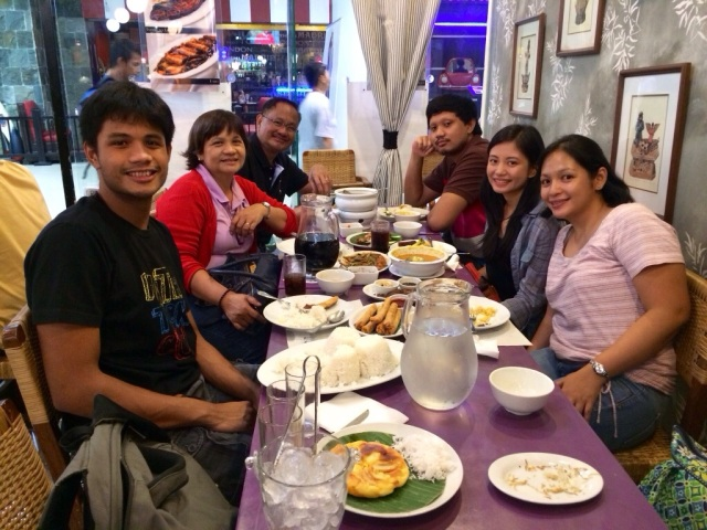 Mangan, Christmas Eve, Dinner with family