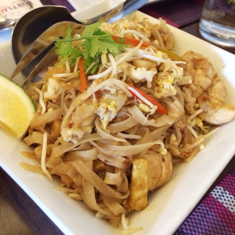Jatujak, Chicken Pad Thai