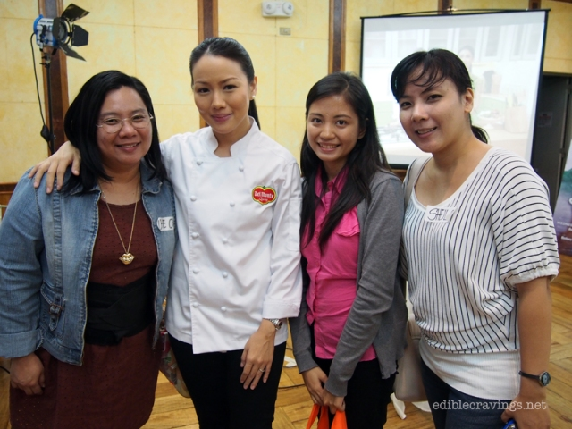 Fellow bloggers Che Che and Sheila with Chef Jackie Ang Po