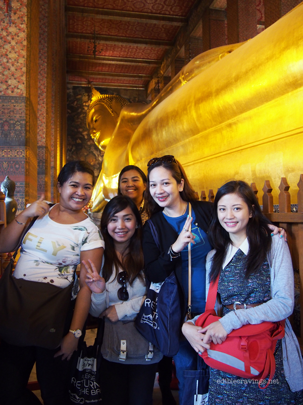 Group picture with the Reclining Buddha